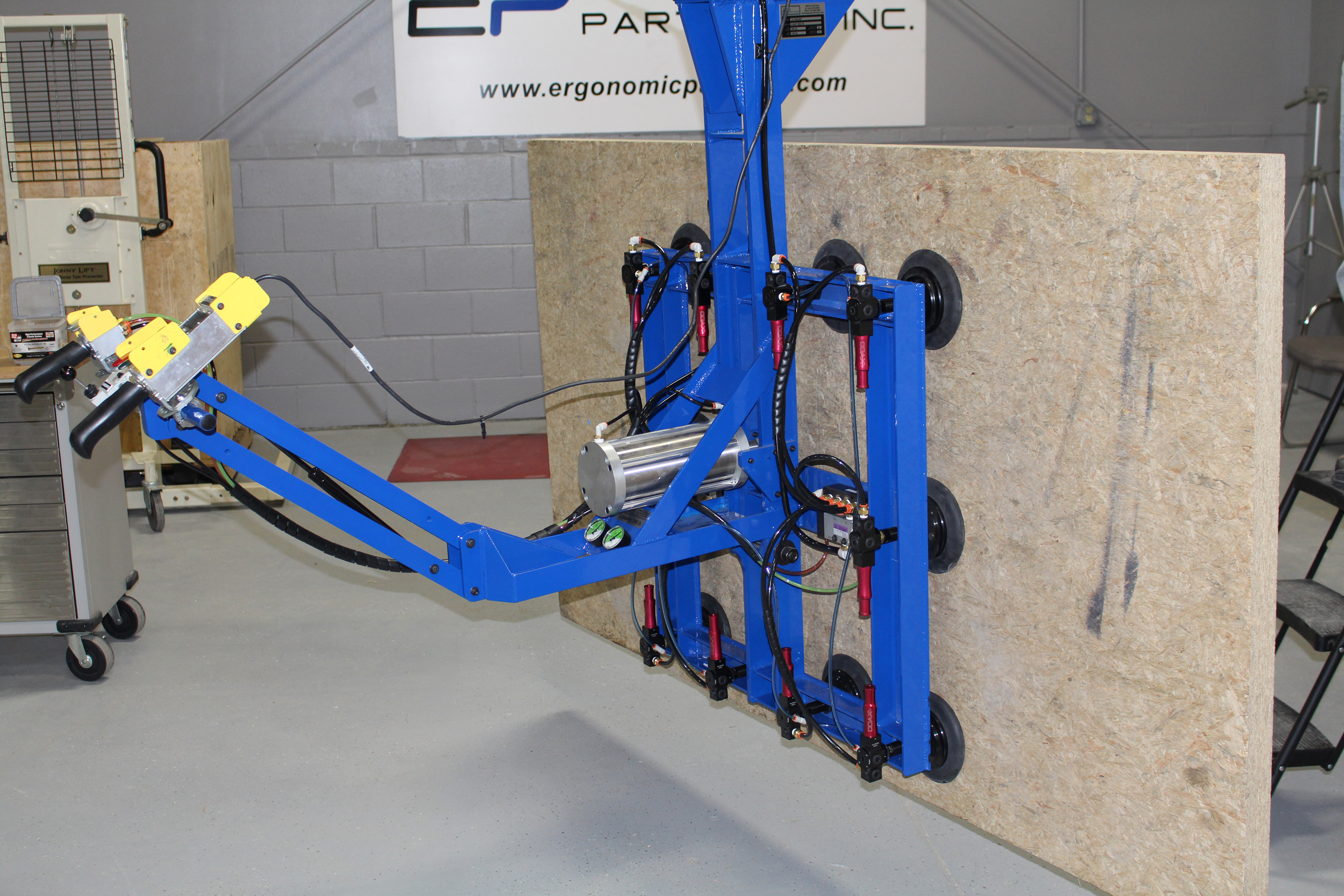 Lifting Boxes For Lift Assists : Ergonomic lift assists and lifting devices for rolls