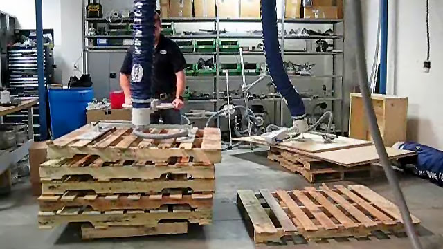 Vacuum Lifter for Wooden Pallets