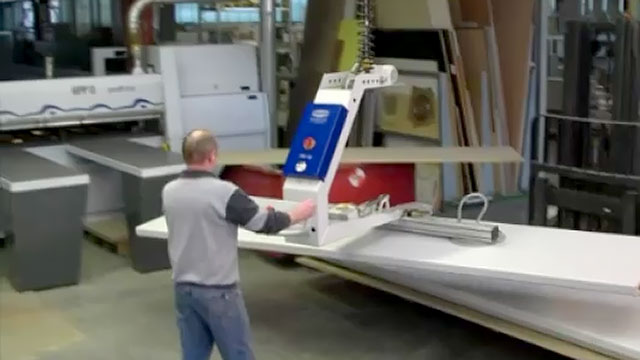 Vacuum Lifter with 180 Degree Rotation for Wooden Panels