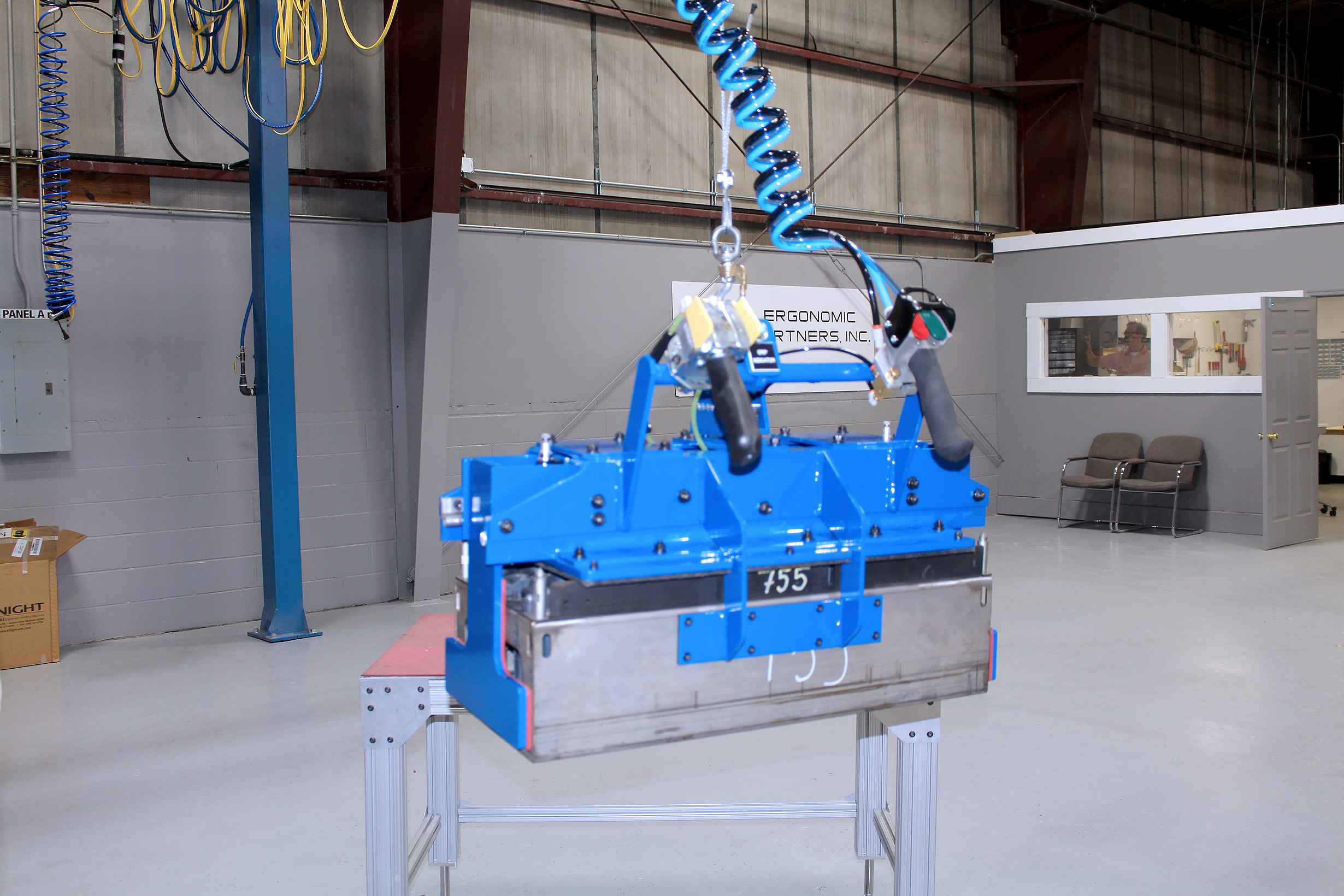 Manufacturing Lift Assist : Ergonomic lift assists and lifting devices for rolls
