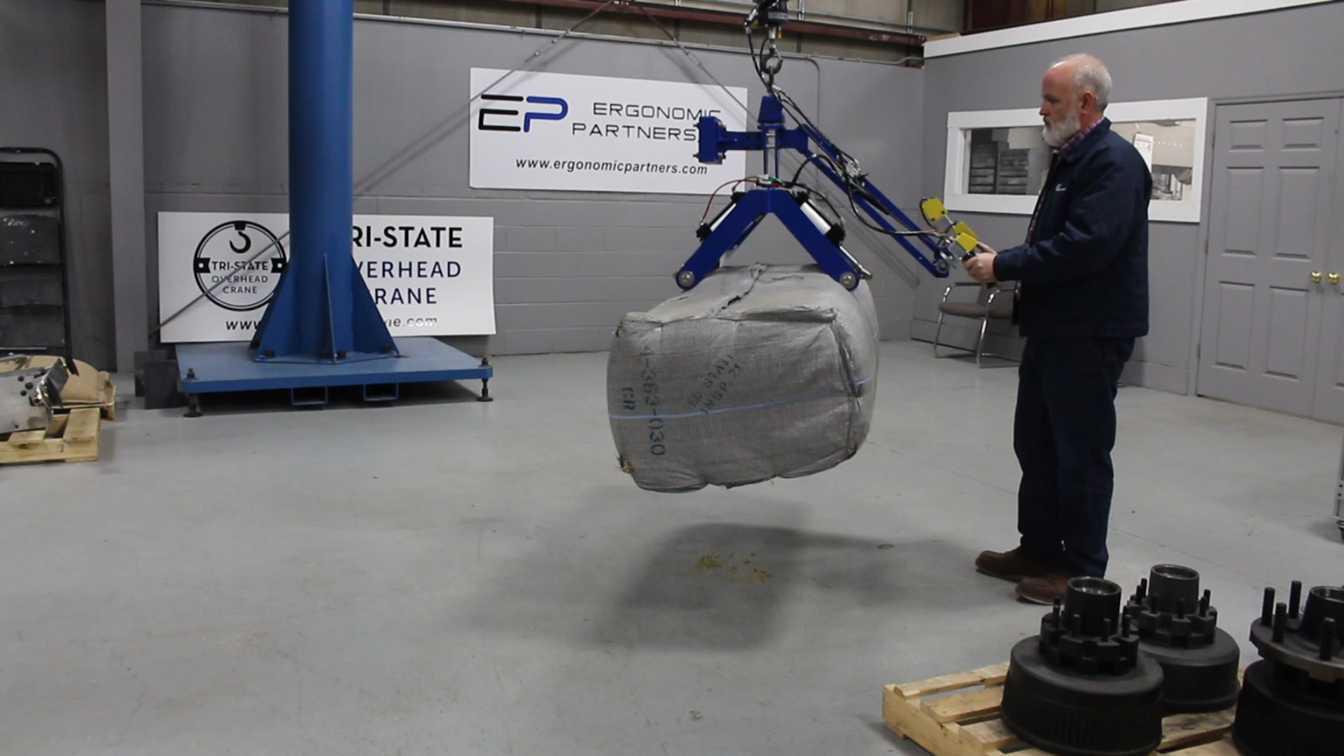 Ergonomic Lifting Arms : Ergonomic lift assists and lifting devices for rolls