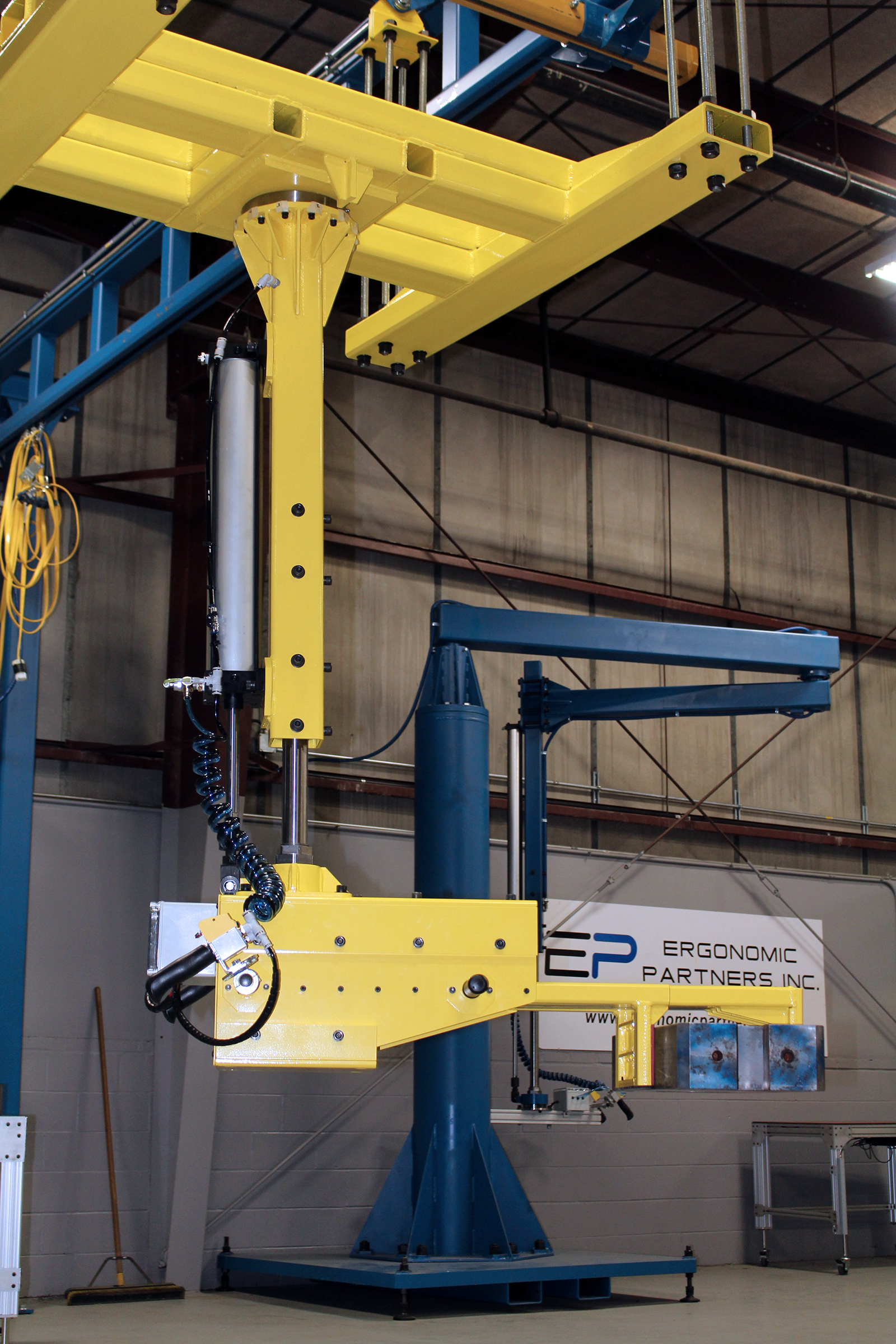 Vacuum Lift Assist Devices : Ergonomic lift assists and lifting devices for rolls
