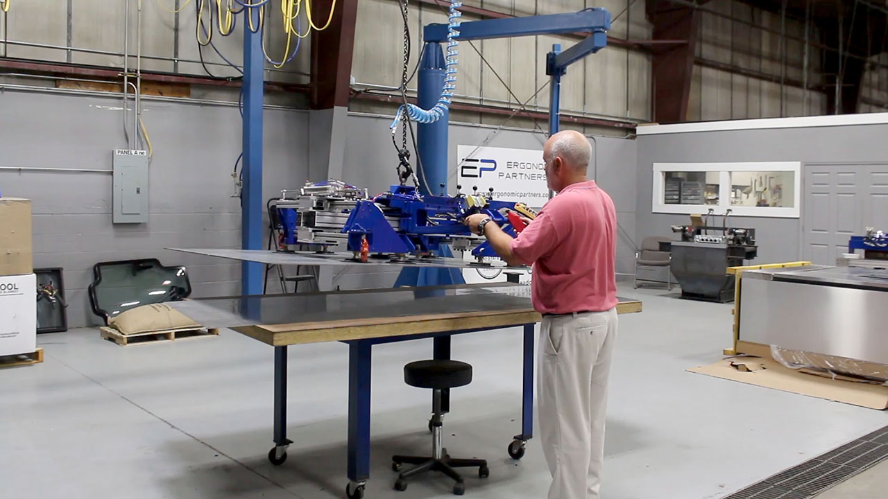 Sheet Metal Vacuum Lifter with Powered Adjustment