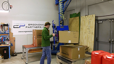 Vacuum Lifter for Palletizing and Stacking Cardboard Boxes